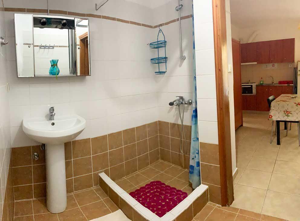 Studio-6-Bathroom