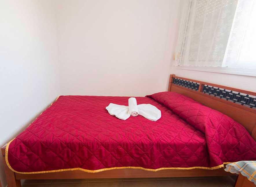 helenas apartments-suite-bedroom