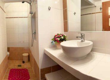 Studio-5-Bathroom