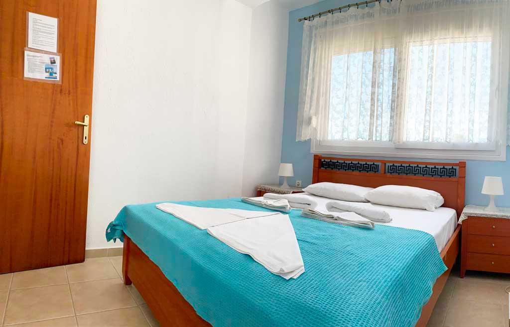 Suite-1-bedroom-23
