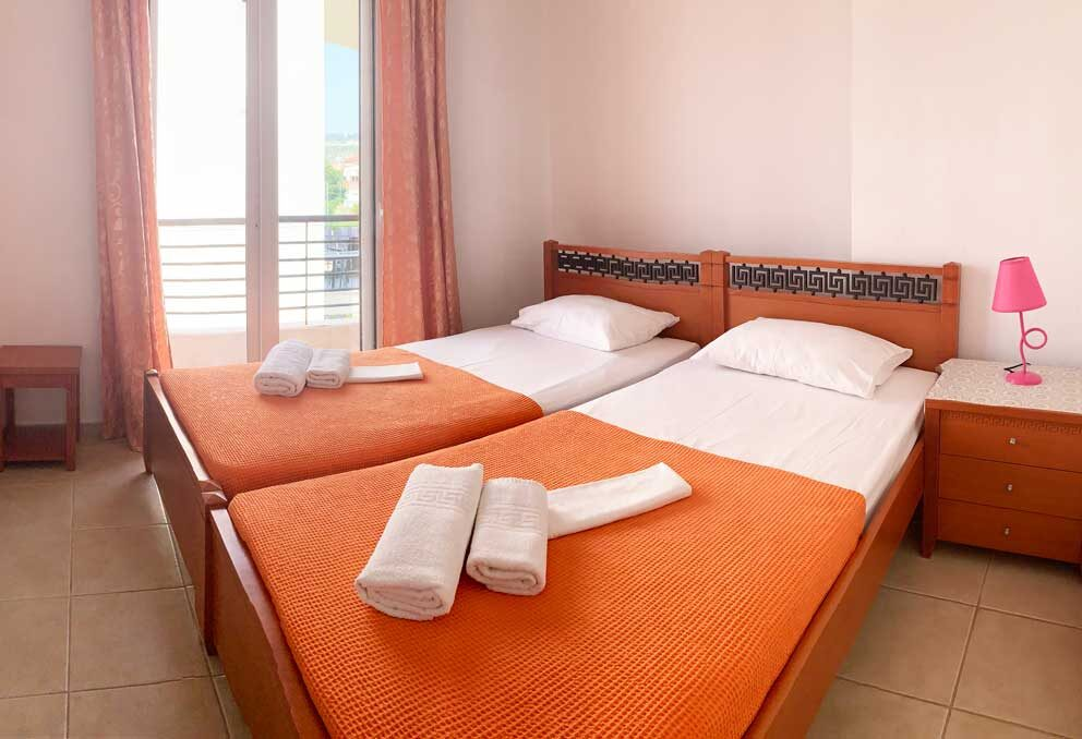 Suite-2-bedroom-1